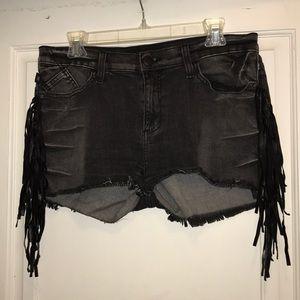 Rock & Tepublic black denim fringed jean shorts
